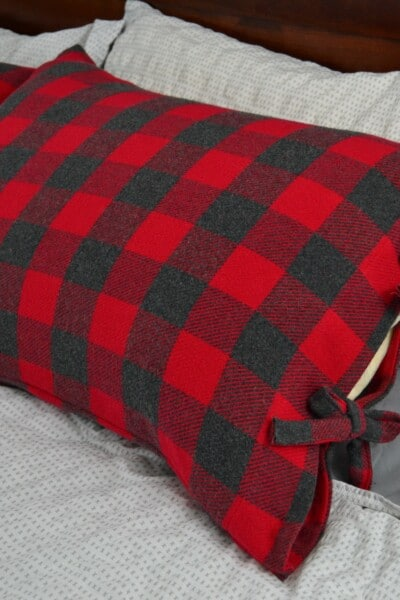 https://www.marymarthamama.com/crafty-cat/bed-pillow-cases-with-ties/