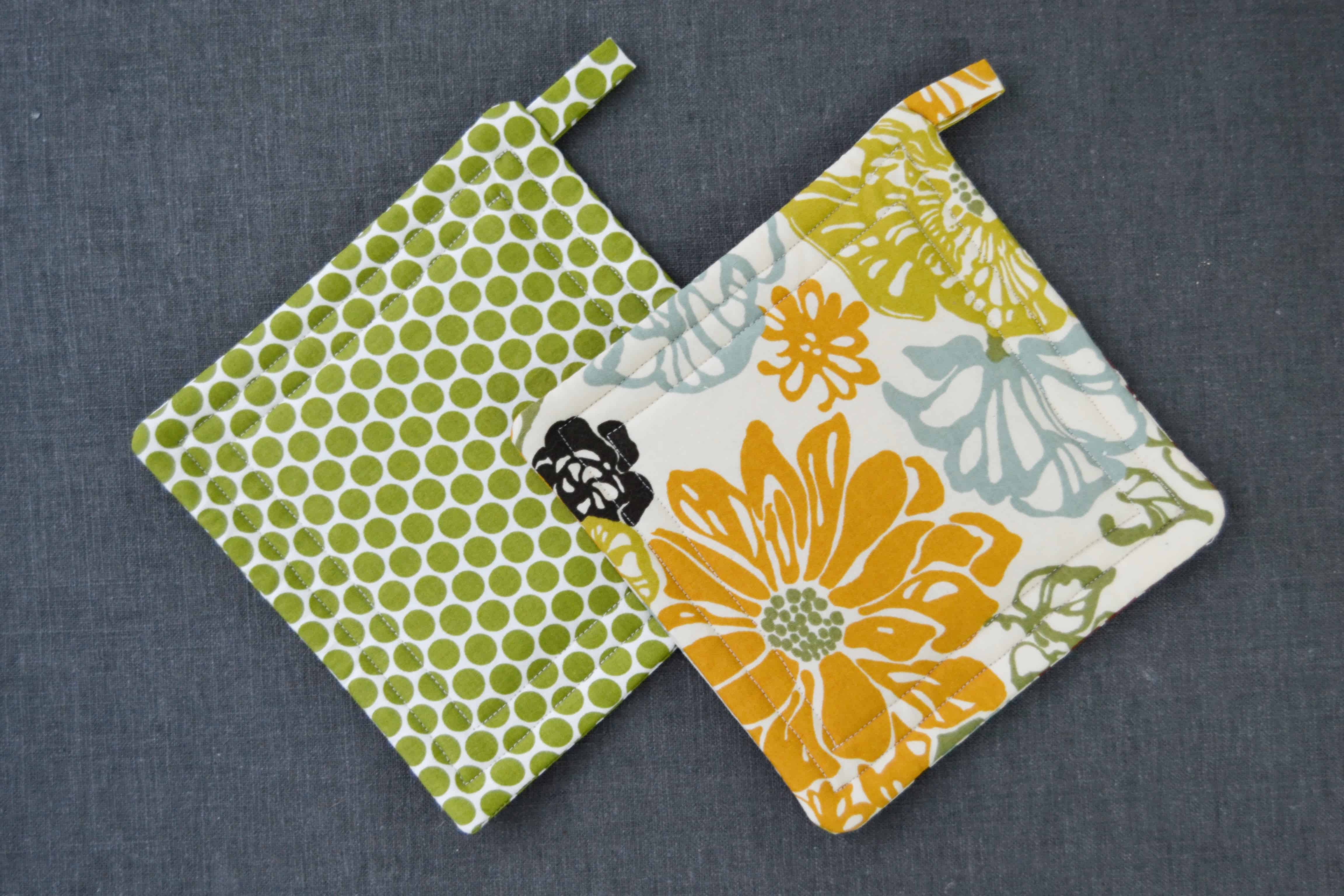 """Potholder Tutorial That's Easy for Beginners"" Free Pattern designed by Kat from Mary Martha Mama"
