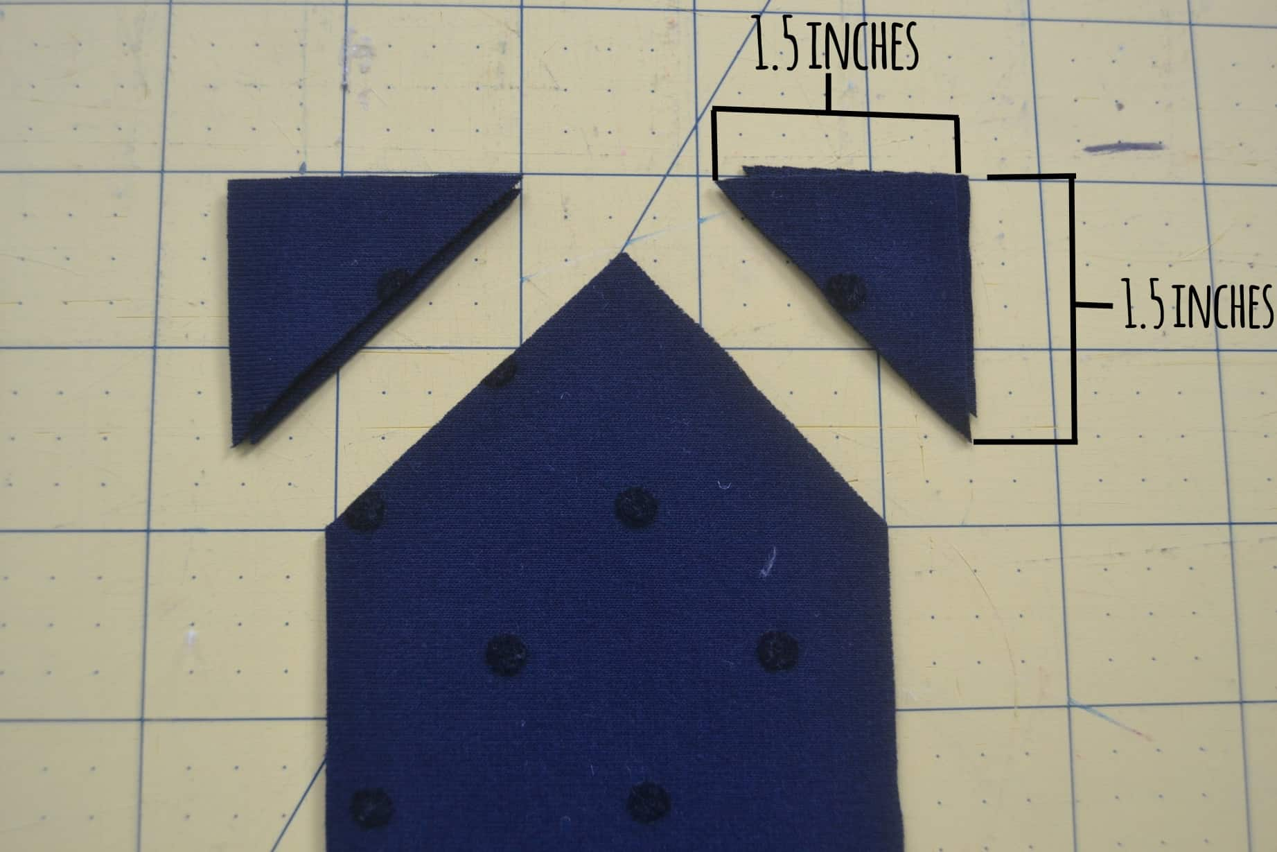 point triangle cut into the ends of the long rectancles of fabric
