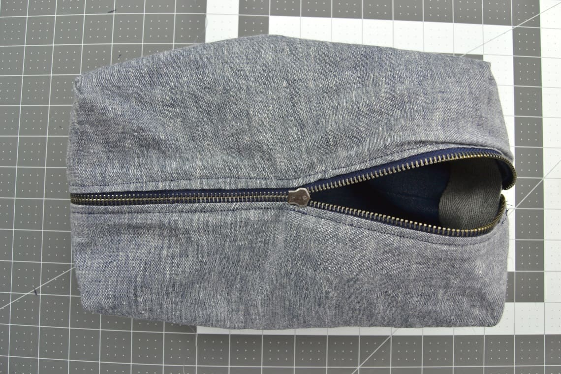 the lining of the diy toiletries bag on the zipper side