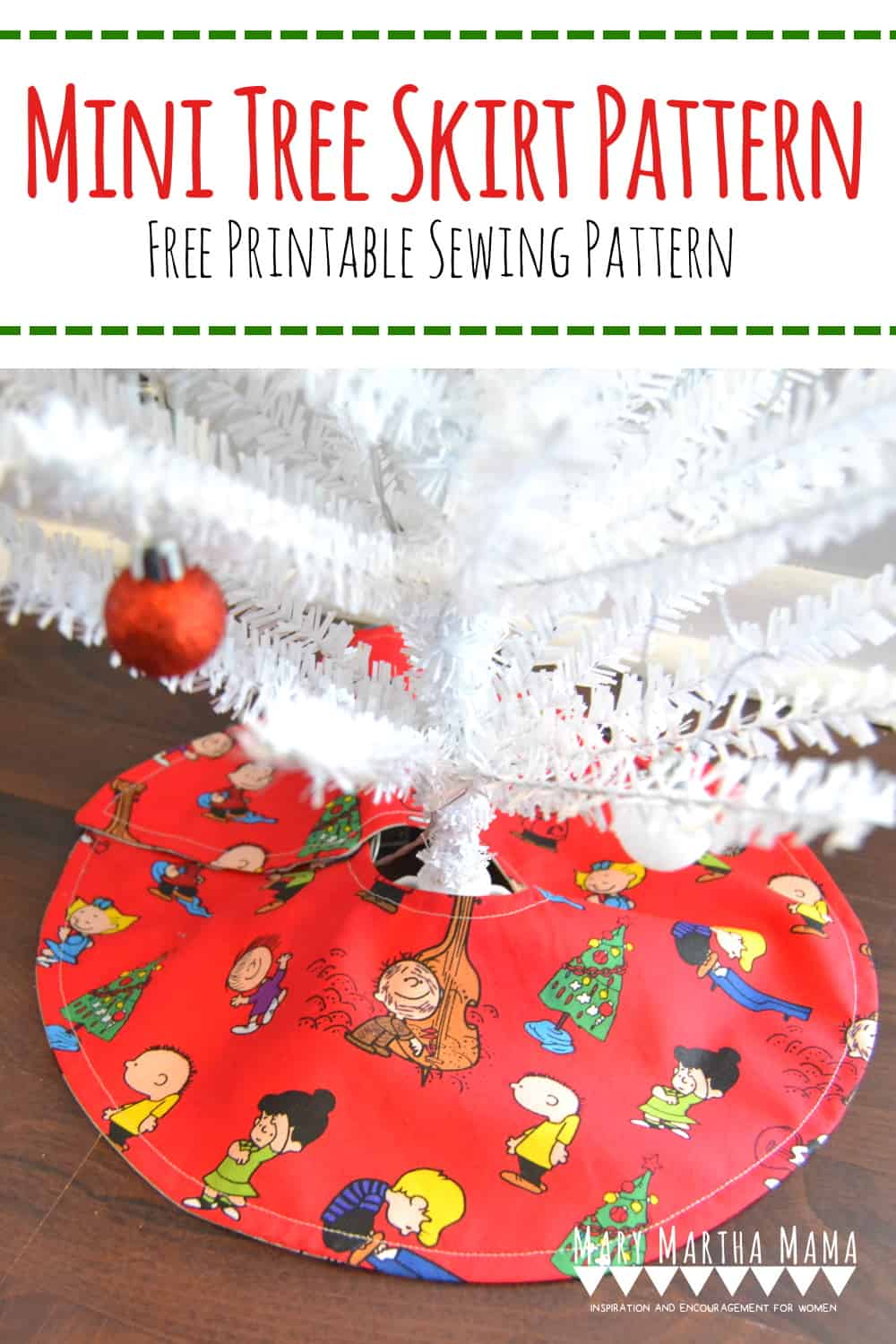 mini tree skirt pattern- free printable mini Christmas tree skirt pattern #minitreeskirtpattern #minichristmastreeskirtpattern #christmassewing