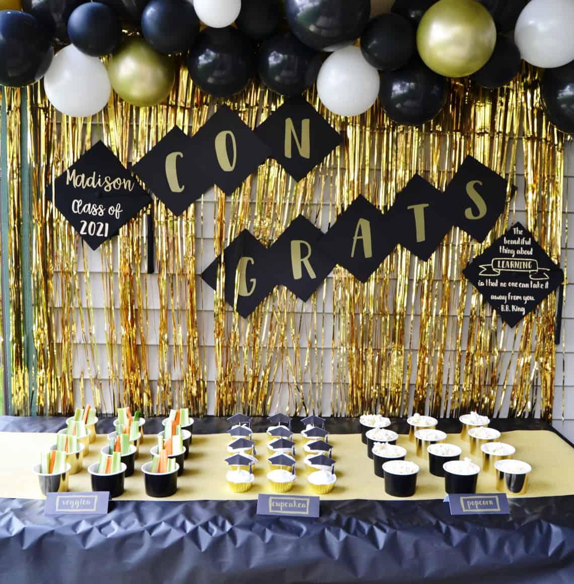 DIY graduation party decorations tablescape