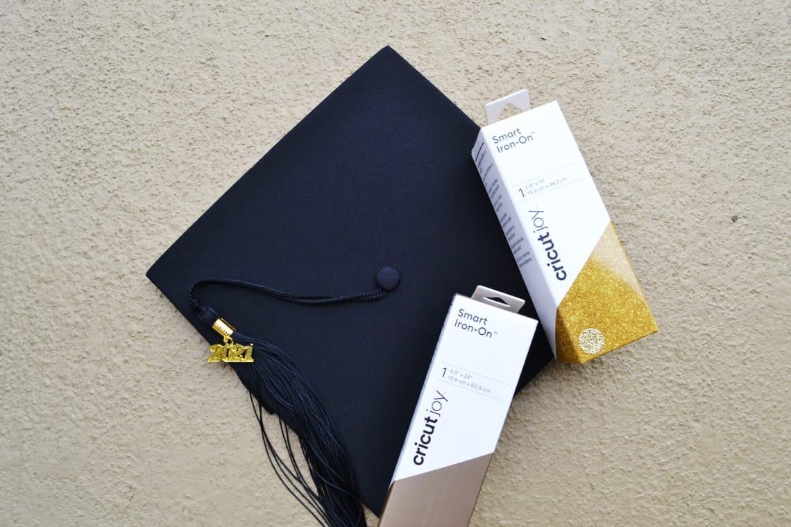 materials for a decorated graduation cap