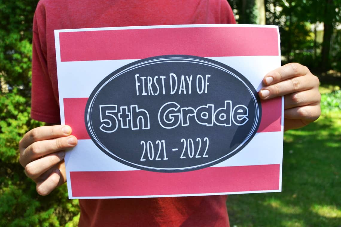 Free printable first day of 5th grade sign